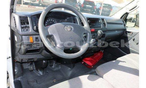 Buy Import Toyota Hiace White Car in Import - Dubai in Andijon
