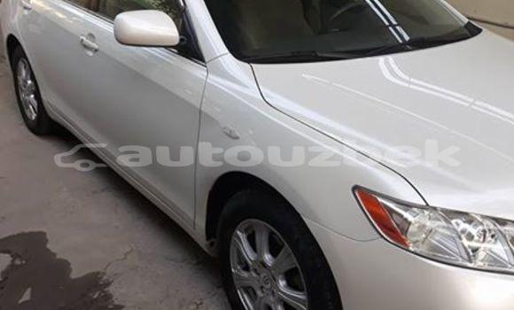 Buy Used Toyota Camry White Car in Akkurgon in Surhondar
